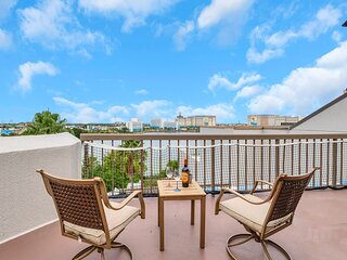 Modern apt with private terrace next to Universal Studios and other attractions