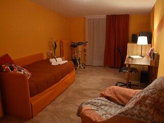 Camera Arancione IL MELOGRANO (con uso cucina)