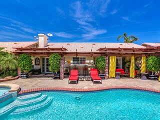 Well-equipped, family-friendly home w/ outdoor kitchen, private pool, & spa