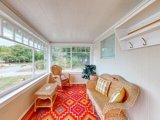 Family-friendly cottage near the ocean w/lawn, gas fireplace, & shared gas grill
