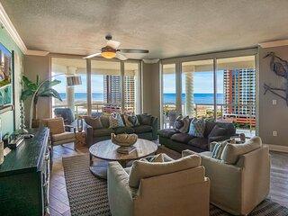 Corner condo w/sweeping gulf views, balcony, beach access & shared pool/hot tub!