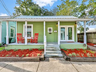 Lower portion of adorable home near town w/ grill & bar area - dogs OK!