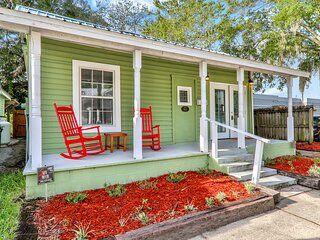 Ideally located getaway w/ tiki bar, outdoor seating, & brick grill - dogs OK!