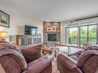 Beautiful & secluded mountain condo w/ a full kitchen, furnished deck, & views