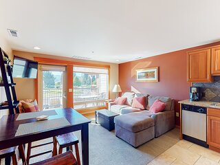 Live the Cabana life w/ a shared pool & nearby beaches in downtown Lake Chelan