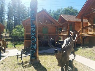 Antler`s Crossing - #4 Mountain Cabin  Antlers Crossing #4 Mountain Cabin - Cozy