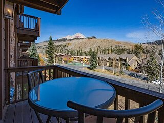 Awesome Views - Heated Pool - Free Ski Shuttle - Big TV - Enclosed Loft