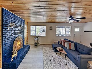 All-Season Getaway with Firepit & Updated Kitchen | Near Snow Valley & Lake