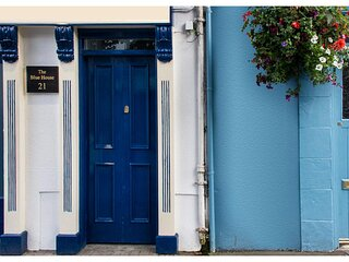 The Blue House Westport M006