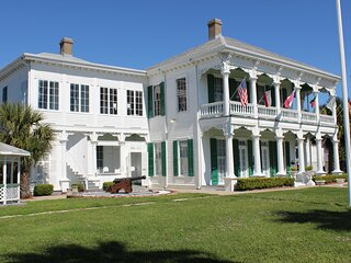 The George Manor Beautiful Historic Property on Galveston Island