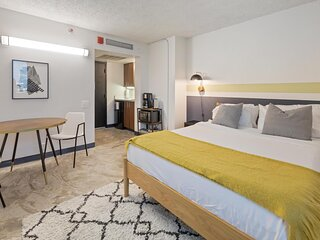 Kasa Austin | Student Housing Unit + Fast WiFi | UT Campus
