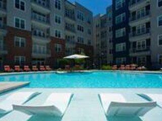 Kasa   Atlanta   Modern 2BD/2BA Buckhead Apartment, aluguéis de temporada em Brookhaven