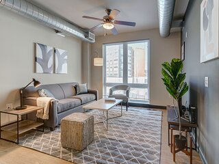 Kasa Milwaukee | Family 2BD with Contactless Check-In | Westown