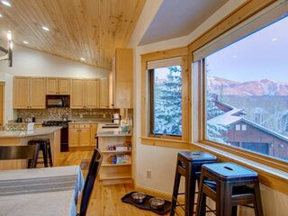 Newly Listed Dog-Friendly Duplex w/Spectacular Views, Private Entrance, Garage,
