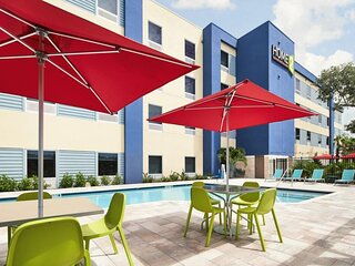 Three Comfy and Modern Units, Pool, Fitness Center