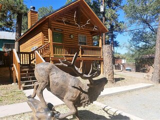Antler`s Crossing - #1 Deer Cabin  Antlers Crossing #1 Deer Cabin - Cozy Cabins