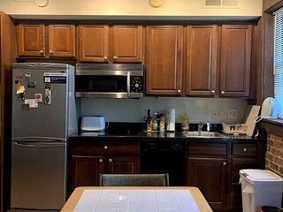 DuPont - West End, large studio, new kitchen, balcony, fireplace