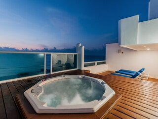 Private Jacuzzi - Beach Front Pent House
