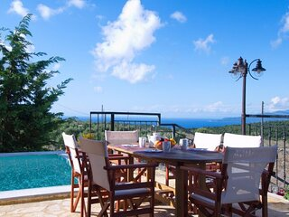 Katsarata Villa Sleeps 6 with Pool and Air Con - 5873708