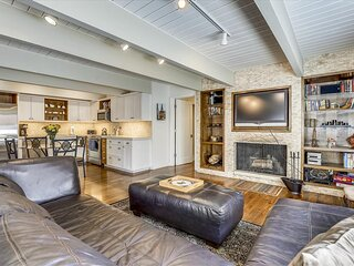 Enchanting deluxe condo 100 yards from Lift