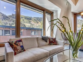 Lovely condo, core, Aspen Mtn. views and hot tub