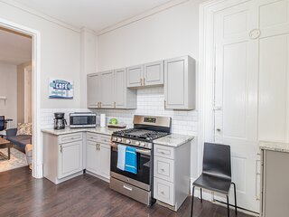 Location! Fresh and Clean Studio 5min to DownTown