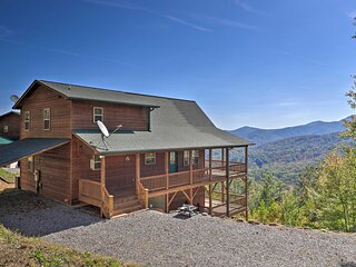 NEW! Unparalleled Mtn Views: Spacious Cabin in NC!
