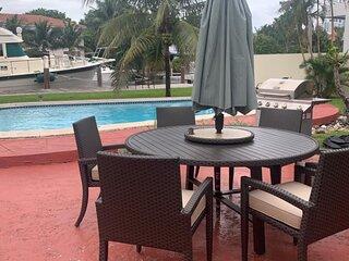 Intracoastal Pool Home-1.3 miles to Beach/Las Olas