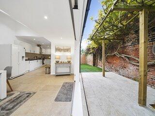 Eton House - Luxury Accommodation