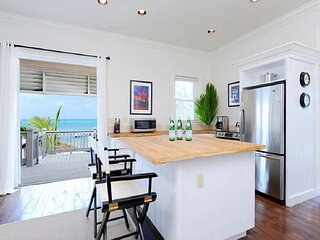 NewTwo-Bedroom Oceanfront Cottage Near Restaurant, Stores