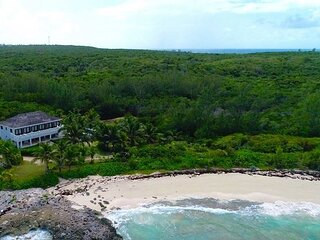 Stylish Beachfront Estate at French Leave Beach,Walk to Town,NEW PRIVATE POOL