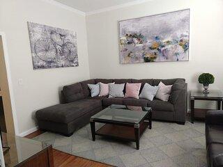 Luxury 2 bedroom w deck & parking, 20 min to NYC!
