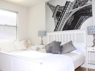 STAPLES CENTER amazing 2B/2B Apartment