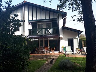 Casa tranquila con jardin a 2 km de la playa
