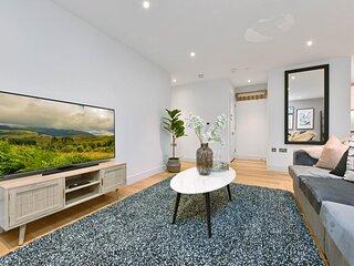 Elegant Windsor Apartment Close to Castle Apt A