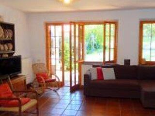 Spacious house with swimming-pool, aluguéis de temporada em Borgo Pace