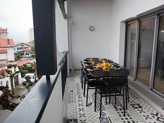 Magnifique appartement situe a 200 m de l'ocean avec parking prive