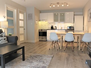 Modern & Unique Condo *COLLINGWOOD *Mins from Lake, Beach, Trails