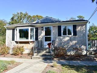 Four bedroom sleeping 8 with central air conditioning on Bayside!