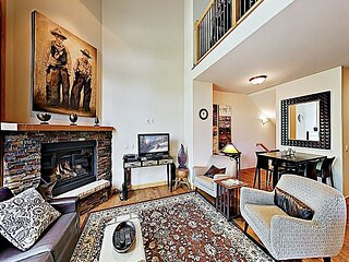 Downtown Getaway w/ Private Garage - Near Hot Springs, Slopes & Yampa River