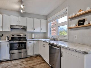 Charming Mountain 2 bedrooms w/ views and hot tub
