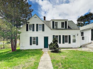 Charming East Boothbay Cottage | Walk to General Store, Near Beach