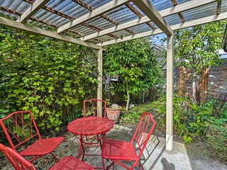 NEW! Cozy Seattle Guest Cottage w/Shared Courtyard