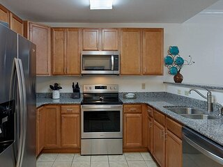 Virtual Arrival, Indoor Pool, Clean, Free Tickets, 2 BR