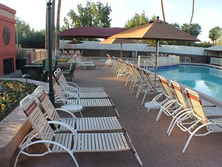 Family-Friendly Amenities! Full Kitchen, Pool, Close to Old Town Scottsdale, Spa