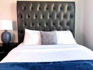 Master en-suite with comfortable queen bed