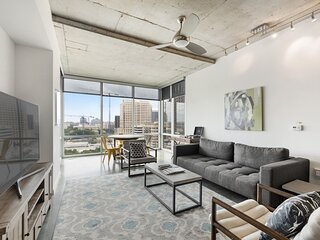 Kasa Austin | Family 2BD with Contactless Check-In + Pool | 2nd Street
