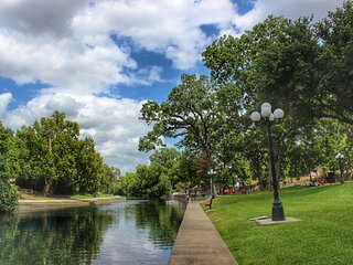 River Run Retreat!! Right on the Comal River!!