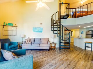 Spacious, beach side getaway w/ bonus loft, outdoor pool, & beach access!