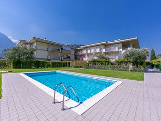 Torbole Relax, Pool & Balcony Apartment